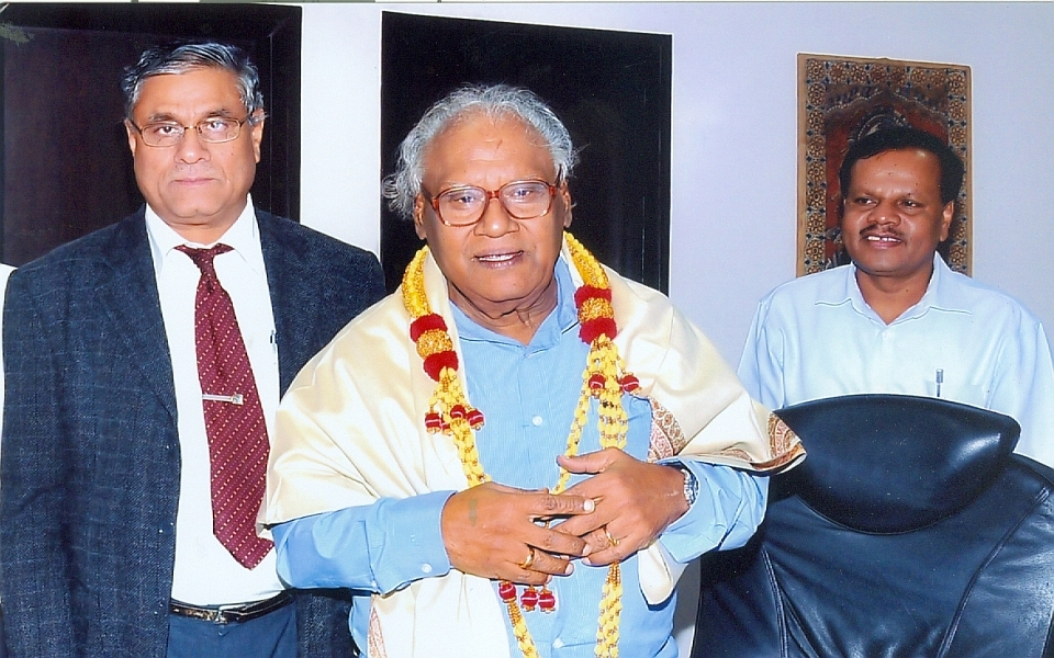 Vice Chancellor Prof. A H Rajasab and Registrar Prof. D Shivalingaiah felicitating Professor C.N.R.Rao on being conferred the Bharat Ratna Award