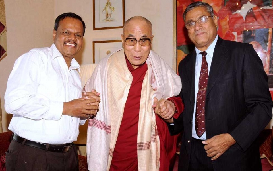 HH The Dalai Lama with Vice Chancellor, Prof. A.H.Rajasab and Registrar, Prof. D. Shivalingaiah