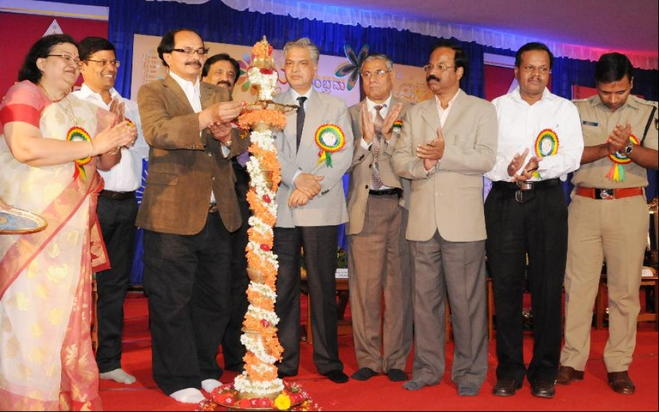 8 Dec 2014: Yuvasambharama 2014 - 30th Inter University South Zone Youth Festival Inaugurated by Veteran Film maker and writer Prof. Nagathihalli Chandrashekar. Prof. Chandrakala Padia, Vice Chancellor, Maharaja Ganga Singh University, Bikaner, Dr.A M Manjunath, Cultural Coordinator, Unifest TU, Sri Sampson David, Joint Secretary, AIU; Prof. Furqan Qamar, Secretary General, AIU;  Prof. Raja Sab, Vice Chancellor, Sri KS Satyamurthy, DC, Prof. D. Shivalingaiah, Registrar and Dr. Raman Gupta, SP were present.