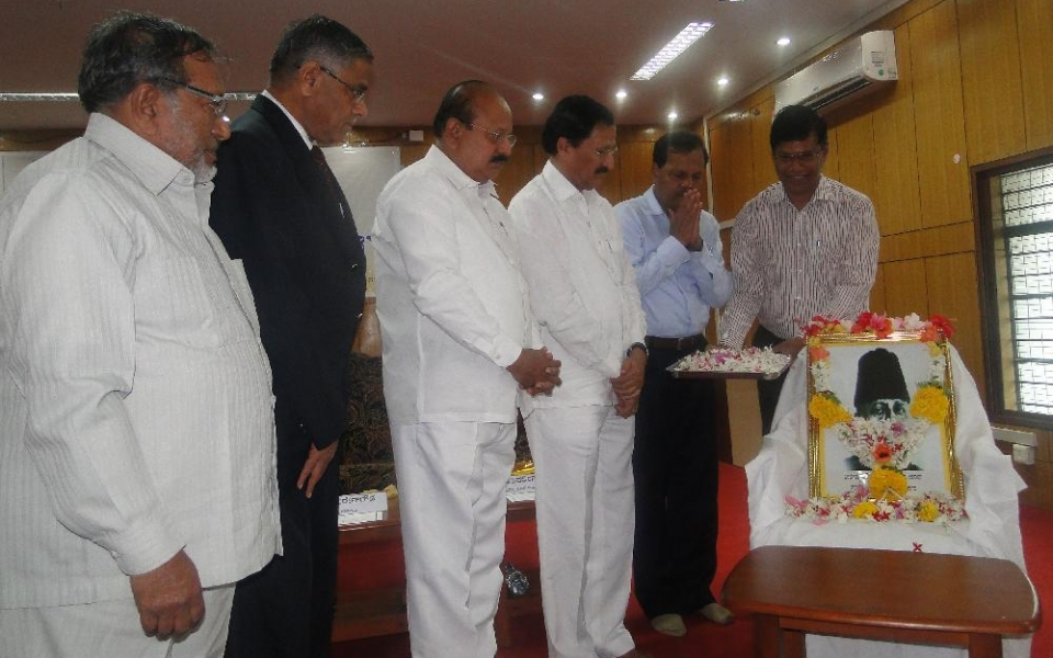 Inauguration of National Education Day by Honble Minister for Higher Education Sri T B Jayachandra on the occasion of Birth Anniversary of Sri Maulana Abul Kalam Azad, held on 11 Nov 2015