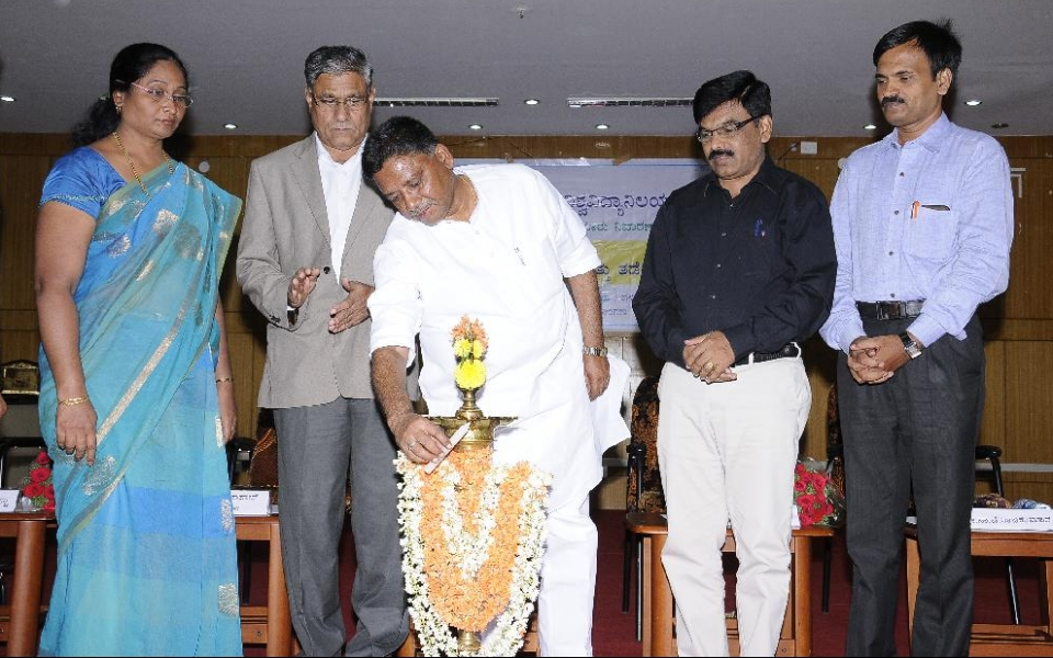 Inauguration of Seminar  - Sexual Harassment: Awareness and Prevention - by Sri V S Ugrappa, Member of Legislative Council, held on 4 May, 2016. (From left) Dr. Noor Afza, Chairperson, Committee for Prevention of Sexual Harassment; Prof. A H Rajasab, Vice Chancellor; Prof. M Venkateshwarlu, Registrar; Sri S C Rajkumar, Santvana Kendra are seen.